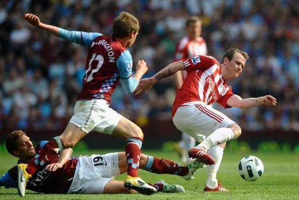 También se saldó con empate a uno el encuentro entre Aston Villa y Stoke.