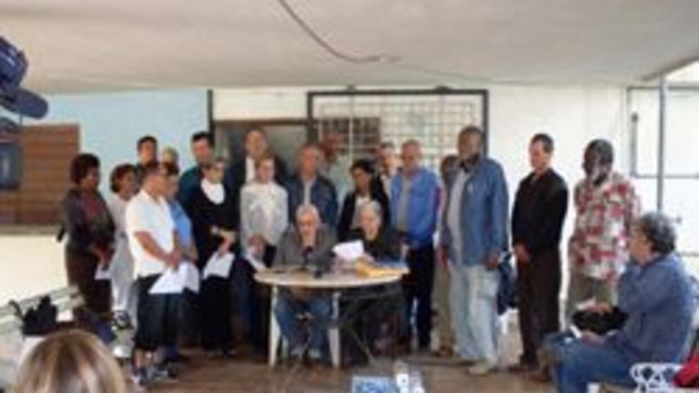 Reunión presidida por Martha Beatriz Roque y Vladimiro Roca, en la casa...