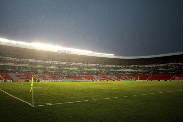 El estadio Corregido de Querétaro sufrió una intensa lluvi...