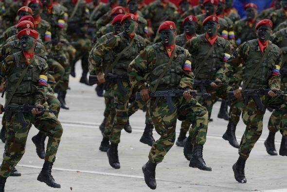 Utilizar a la Fuerza Armada Nacional Bolivariana para realizar discursos...