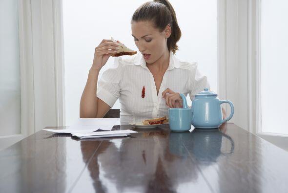Salsa de tomate o jugos de frutas califican como manchas ácidas, éstas s...