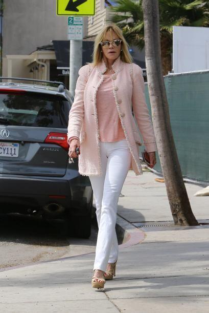 Melanie Griffith acertó al usar este tono rosado que viene en súper tend...