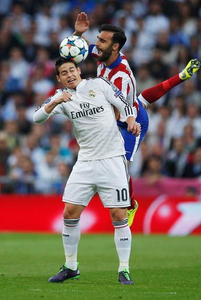 James Rodríguez sufrió con el acoso de los marcadores colchoneros jugand...