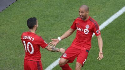 Giovinco y Morrow celebran victoria de Toronto FC