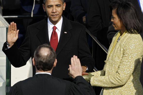 En la fría mañana del 20 de enero de 2009, Obama tomó el juramento como...