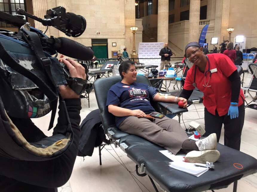 Miles de personas fueron a donar sangre a Union Station. Aún puedes llegar.
