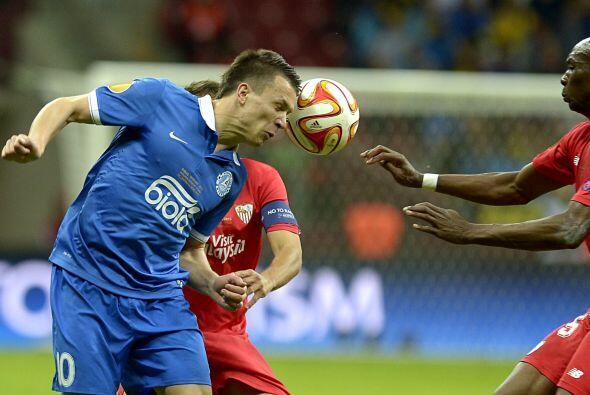 Ya en la segunda parte ambos equipos pelearon por marcar el tercer gol q...