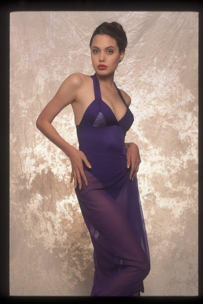 ¿En quién se habrá inspirado Angelina para cautivar a la cámara?