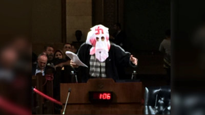El abogado con capucha del KKK que dice representar a los inmigrantes