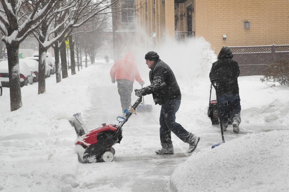 Chicago está bajo la nieve y espera más precipitaciones durante el fin d...