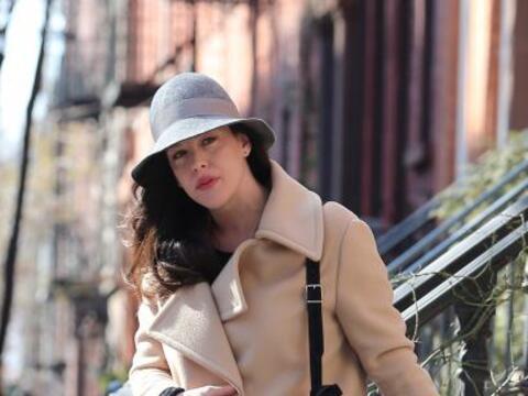 Liv Tyler  se dejó ver y saliendo de su casa en Manhattan.