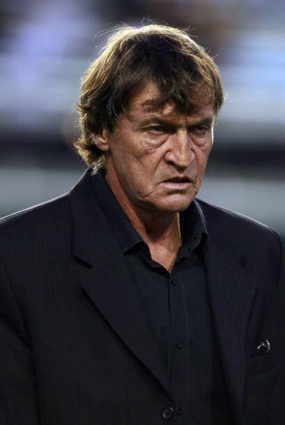 El rostro pálido del técnico Julio César Falcioni, promocionado en su nu...