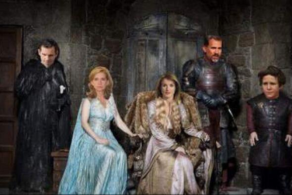 Asimismo, los integrantes de la familia real española son comparados con...