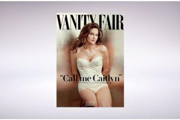 Con un look muy femenino engalana la portada de la revista.