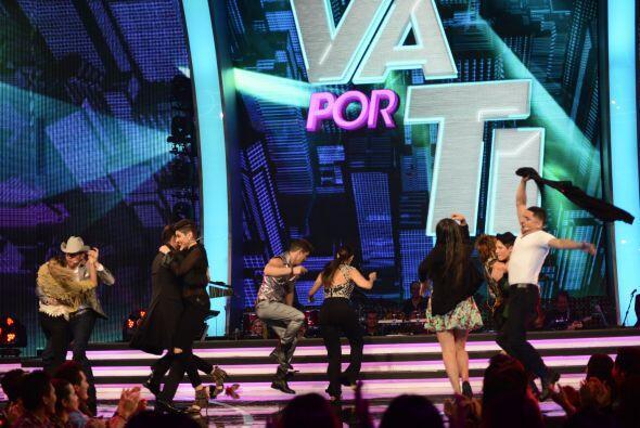 Pero pronto eso se convirtió en una fiesta en el escenario. &iexc...