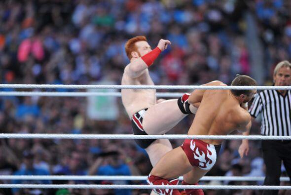 La noche comenzó con la pelea por el título mundial pesado entre el irla...
