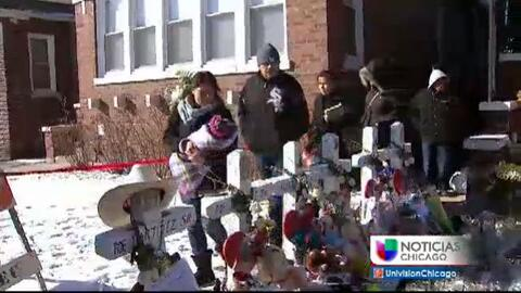 Familiares visitan la casa en Gage Park donde ocurrió el múltiple asesinato