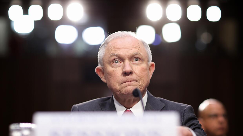 Sessions asegura que no se recusó de la investigación de Rusia por pensa...