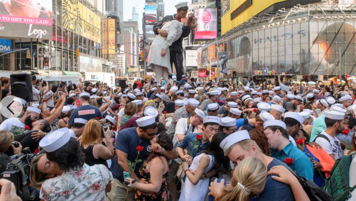 Times Square Kiss-In