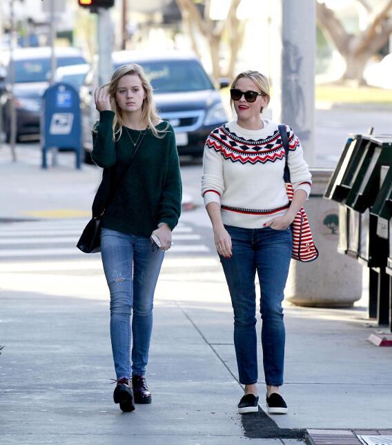 Reese y su hija, se ven freaky una junto a la otra WB_RWAHID151214_08.jpg