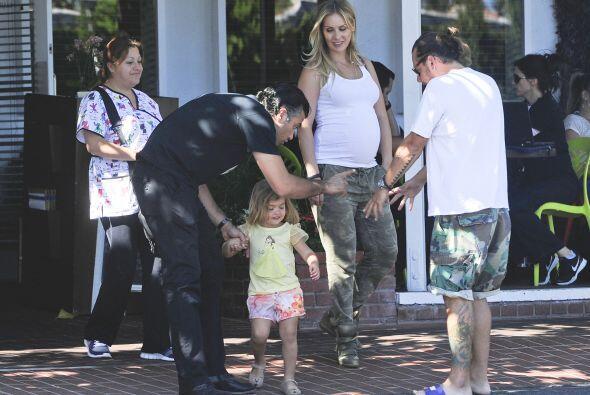 Los acompañaba un amigo y su adorable nena Elena.
