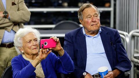 En un minuto: hospitalizan al expresidente George H. W. Bush y a su espo...