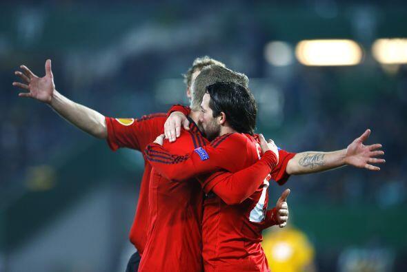 Castro contribuyó con un gol para la victoria del Bayer, que ya es cuart...
