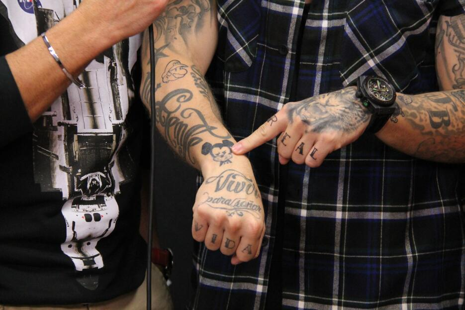 J Balvin nos enseña sus tatuajes IMG_5626.JPG