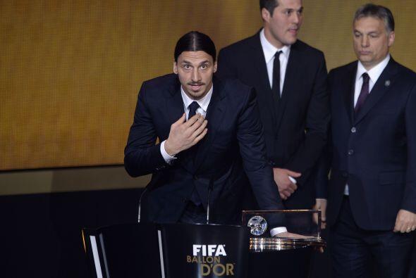El delantero del Paris Saint-Germain se llevó el premio al superar a Ney...