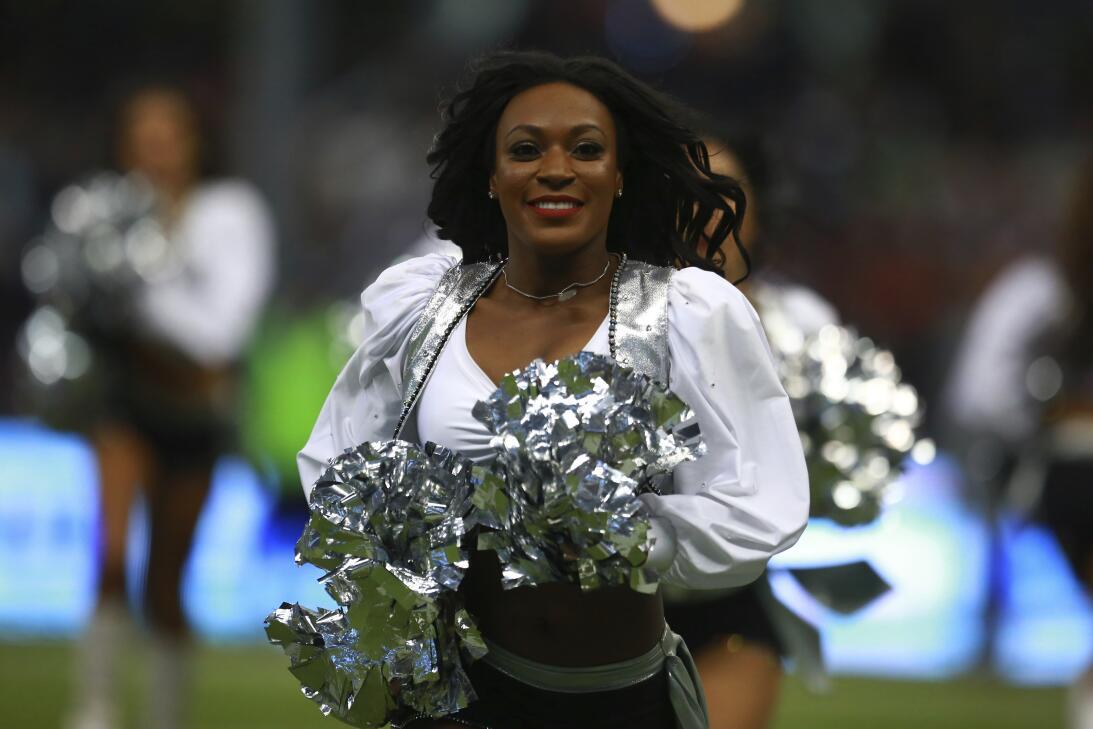 Las porristas de la NFL también se lucieron y mostraron su belleza en el...