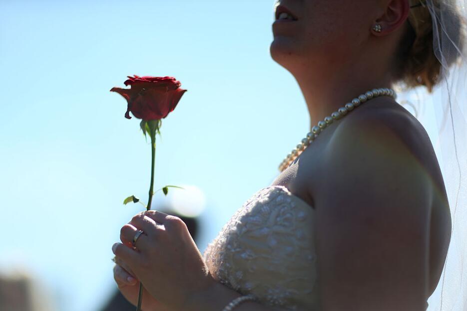 Mayoría de estadounidenses cree que las bodas son muy costosas