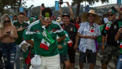La afición se prende: suena la tambora mexicana y se unen los salvadoreños antes del juego