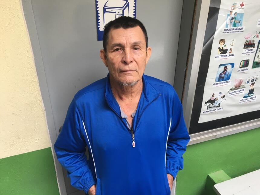 Varios deportados, como Gabino Hernández, quien fue detenido en el mar c...