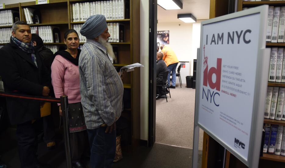 La biblioteca pública de Queens ha realizado eventos de ayuda a los inmi...