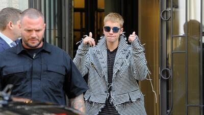 Hasta el guapo de Justin Bieber tiene acné