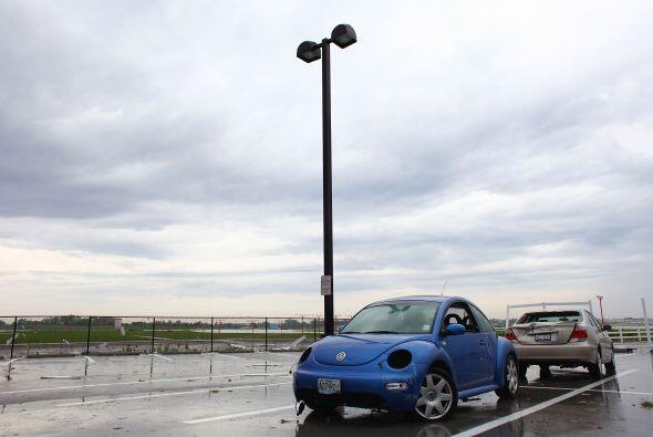 Este VW Beetle quedó totalmente dañado por la fuerza de la naturaleza