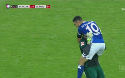 Bombazo desde los once pasos de Bentaleb para el 1-0 del Schalke 04