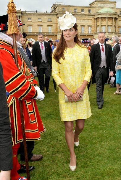Los vestidos que usaba pra los eventos reales, siempre disimulaban su fi...