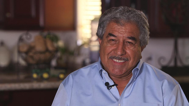 Inmigrante mexicano logró llegar a la cima pero no olvida a su comunidad