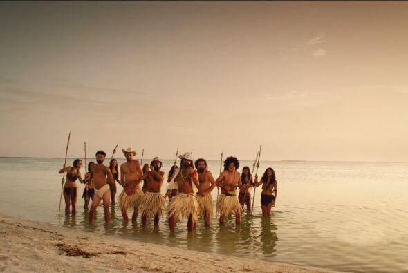 Todos se metieron al mar para bailarla.