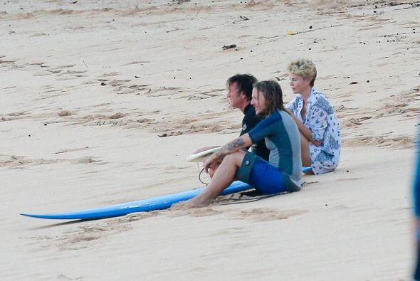 Encontramos a Charlize Therony Sean Penn de vacaciones. Mira aquí los v...