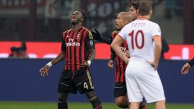 Muntari salvó un punto para los 'rossoneri' y de paso alejó a los romano...