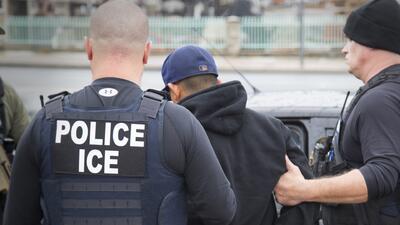Corte dictamina que la Policía de Nueva York no puede ayudar a ICE a arrestar inmigrantes