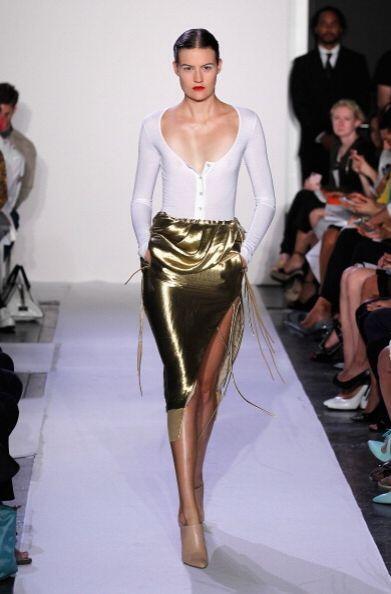 Esta tendencia deslumbrante viene con todo básicamente en colores dorado...
