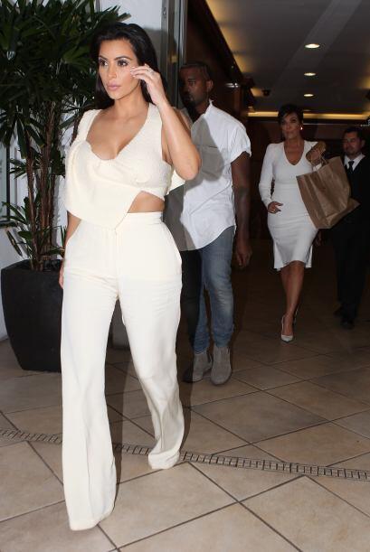 Durante su boda eligió los vestidos de Kourtney, Khloé, Kendall y Kylie.
