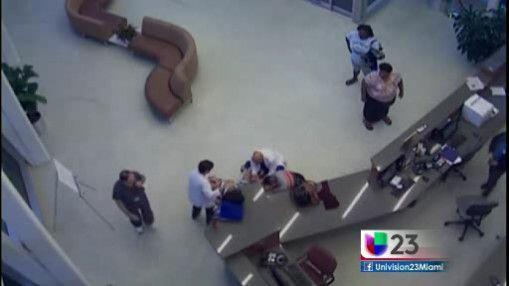 A una mujer se le acabó el tiempo y tuvo que dar a luz en el mismo pasil...