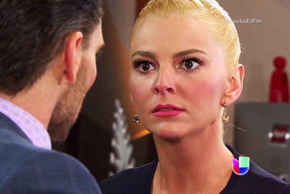 ¡Qué bueno que regresaste de  tu viaje Sofía! Salvador está en la cárcel.
