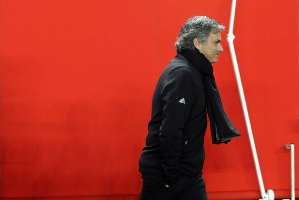 Ya en la segunda mitad, Mourinho mostró una cara más distendida.