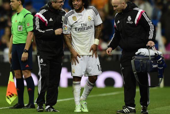 Marcelo salió tocado en una jugada y fue atendido por las asisten...