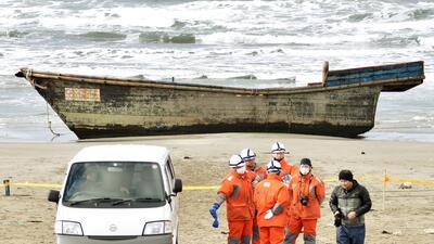 En fotos: Los botes fantasmas de Corea del Norte que llegan a las costas de Japón
